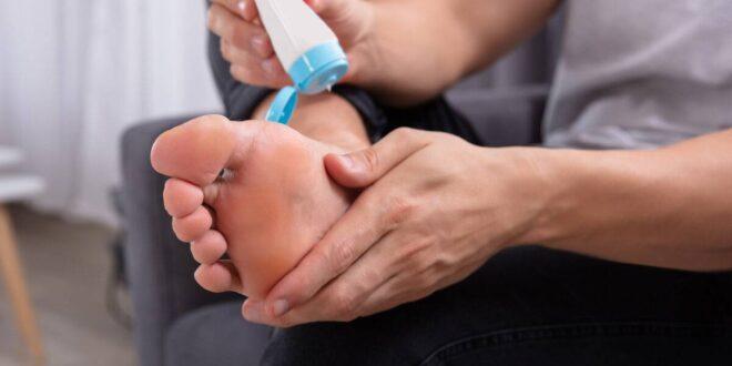 علاج تقرحات القدم بسبب الحذاء